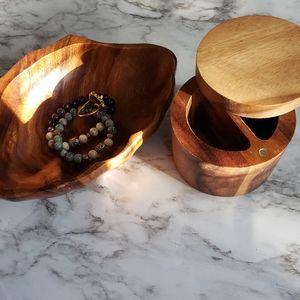 2 wooden piece salt and pepper holder
